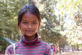 Foto der Woche – Ein Schlaues Mädchen Bei Den Angkor Tempeln
