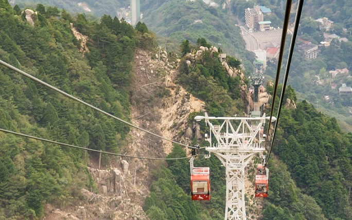 Video: Die Mount Gozaisho Seilbahn in Japan