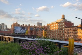 Video: Rise Above At The High Line Walk In New York City