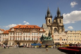 Video: Sights At Old Town Square & Astronomical Clock Prague