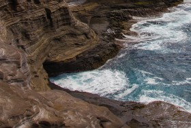 Video: The Spitting Cave of Portlock in Oahu Hawaii