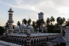 Video: The Masjid Jamek Mosque in Kuala Lumpur in Malaysia KL