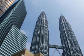 Video: The Petronas Twin Towers & Gardens in Kuala Lumpur Malaysia