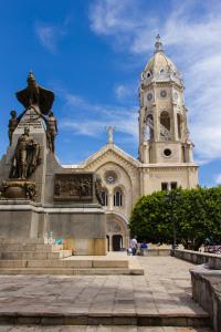 Iglesia San Francisco de Asis & Bolivar Statue at  Plaza Bolivar
