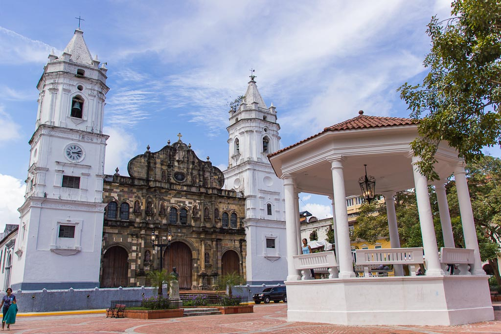 Plaza De La Independencia/Catedral - Catedral Metropolitana