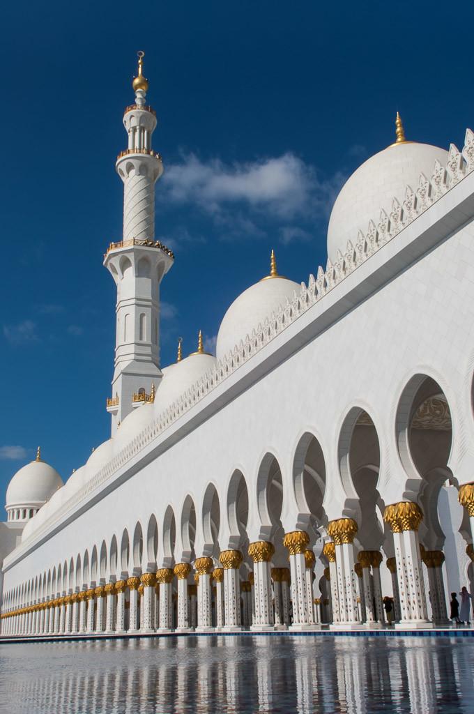 Sheikh Zayed Grand Mosque Abu Dhabi View Minaret and pool