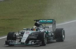 Video: F1 Malaysian Grand Prix 2015 Highlights Qualifying & Entertainment