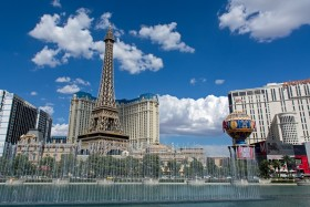 Photo Of The Week – Paris in Vegas and Bellagio Fountains